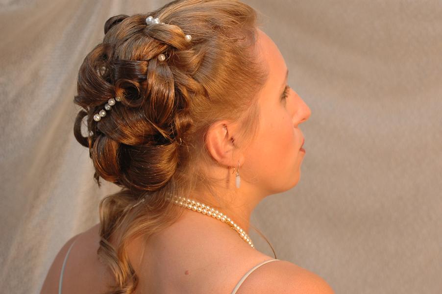 Прически праздничные для средних волос